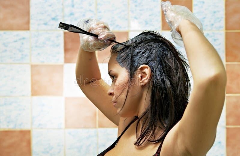 洗染的头发妇女 免版税库存照片