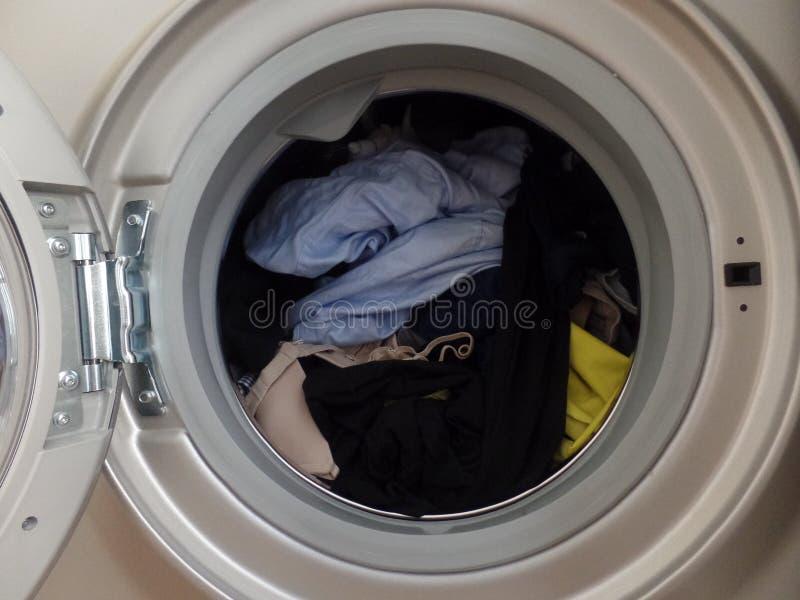 洗涤在洗衣机的鼓的Coloured 免版税库存图片