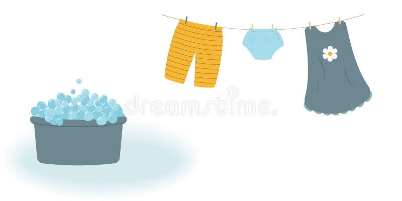 洗涤物:被洗涤的婴孩衣裳逗人喜爱的卡普里裤子、内裤和礼服垂悬在晒衣绳的和他们由晒衣夹附有 皇族释放例证