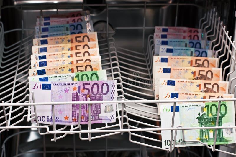 洗钱在洗碗机 免版税库存照片