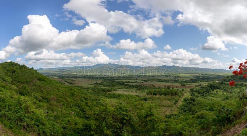 洛斯因赫尼奥斯山谷的风景在特立尼达古巴 免版税库存图片