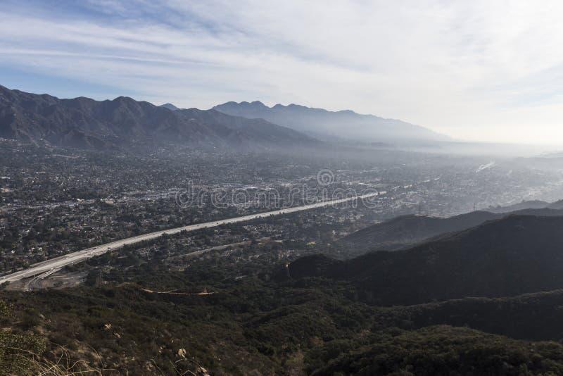 洛杉矶加利福尼亚小山顶谷视图 免版税库存照片