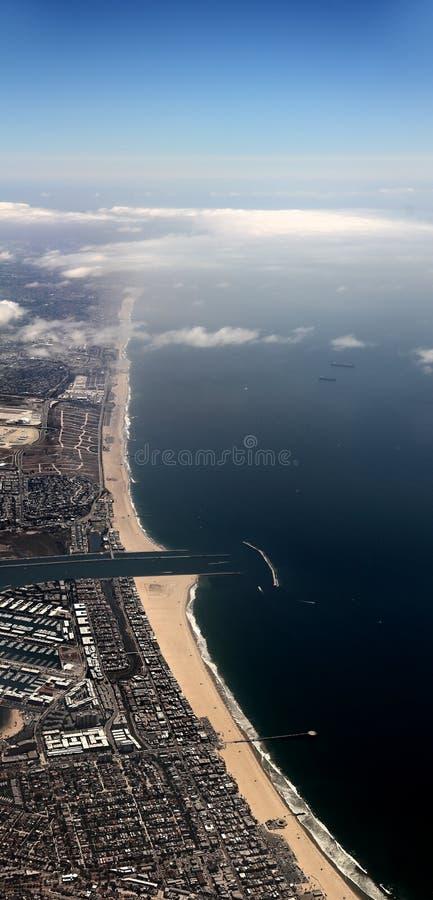 洛杉矶海岸鸟瞰图在威尼斯海滩和德拉瑞码头 免版税图库摄影