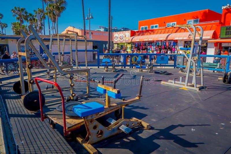 洛杉矶,加利福尼亚,美国, 2018年6月, 15日:在威尼斯海滩,肌肉海滩的肌肉海滩健身房是地标,室外健身房 库存图片