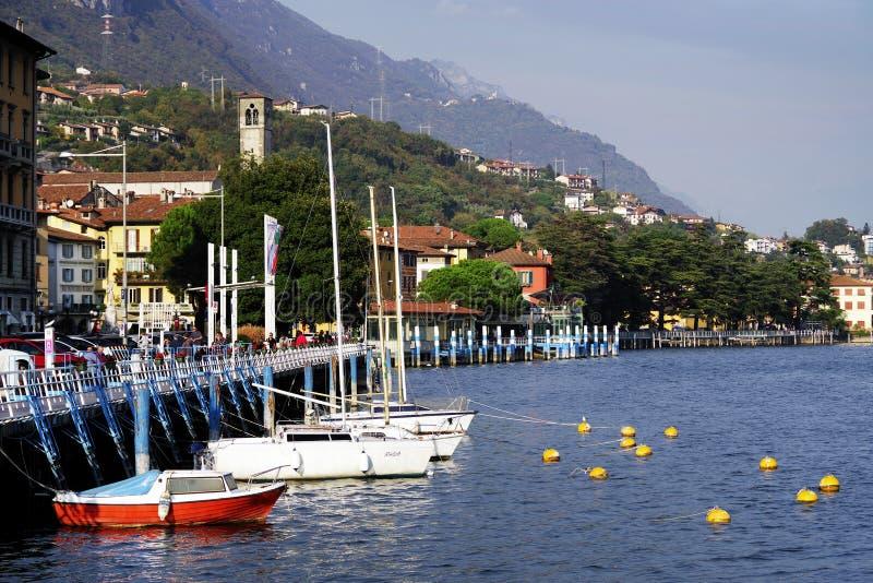 洛韦雷,意大利,2018年10月20日:洛韦雷镇小游艇船坞  免版税库存图片