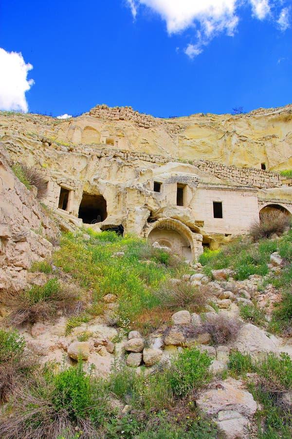 洞城市的古老废墟在卡帕多细亚 免版税库存图片
