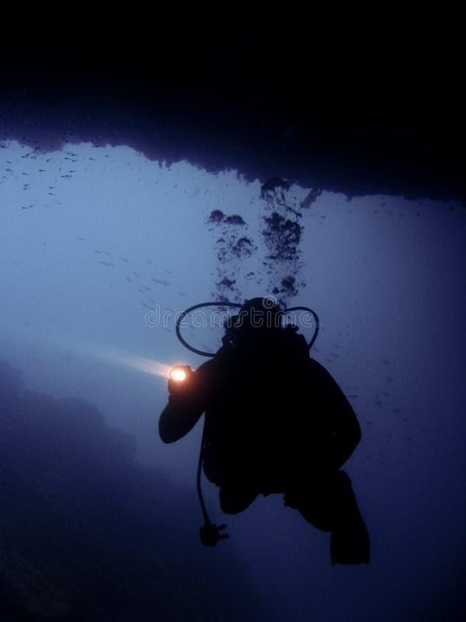 洞潜水员水肺sipadan乌龟 库存图片