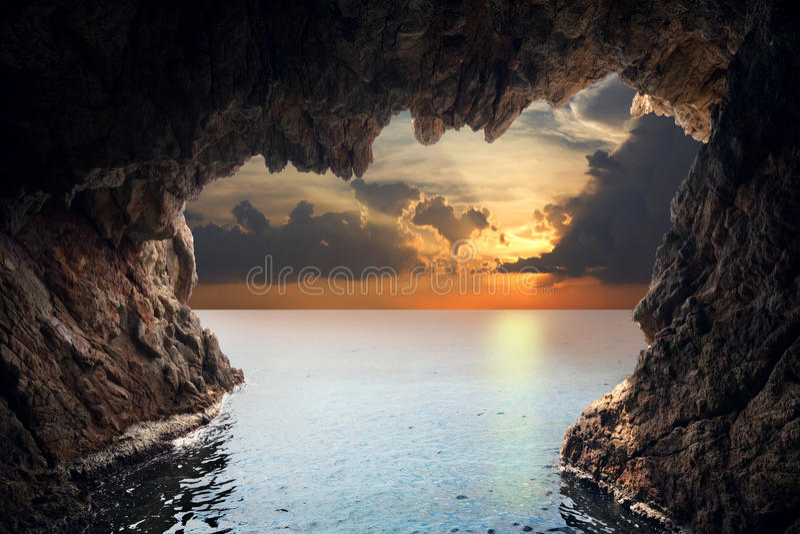 洞穴里面上升 图库摄影