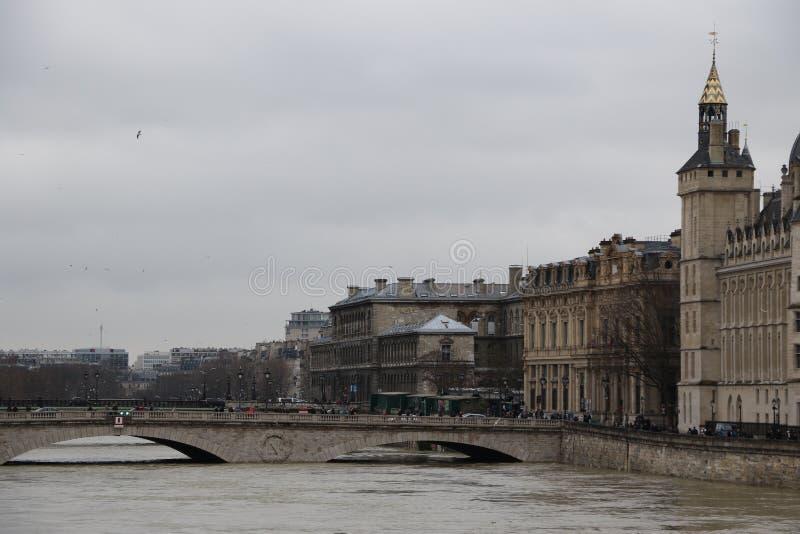 洪水在市巴黎 库存照片