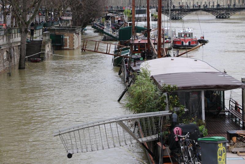 洪水在市巴黎 免版税库存图片