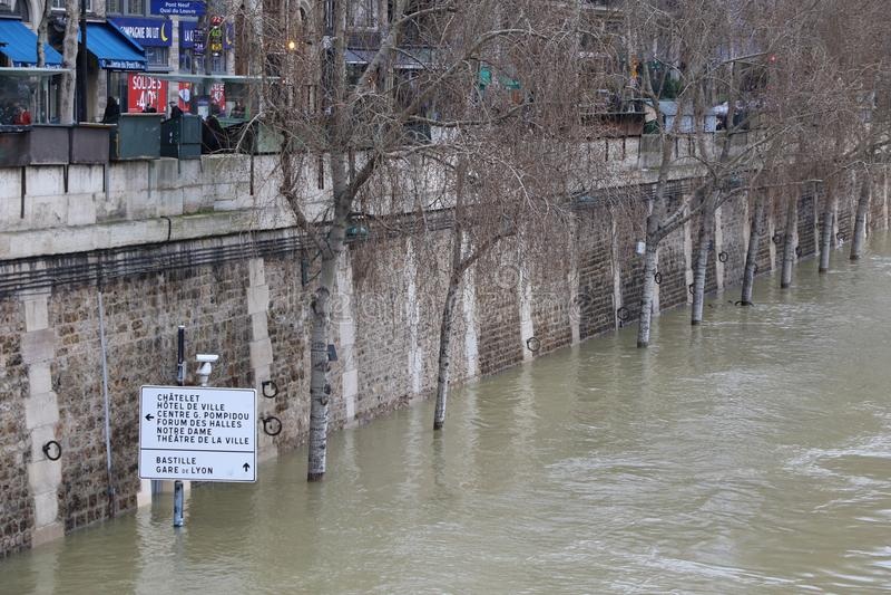 洪水在市巴黎 免版税图库摄影