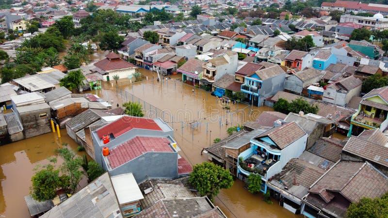 洪水的航空POV视图描述 大规模自然灾害造成的破坏 免版税库存照片