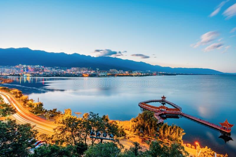 洱海Haixinting亭子,大理市,云南,中国夜视图  免版税图库摄影