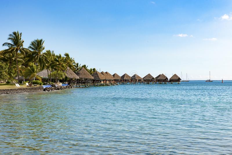 洲际旅馆塔希提岛的overwater平房,帕皮提 免版税库存照片