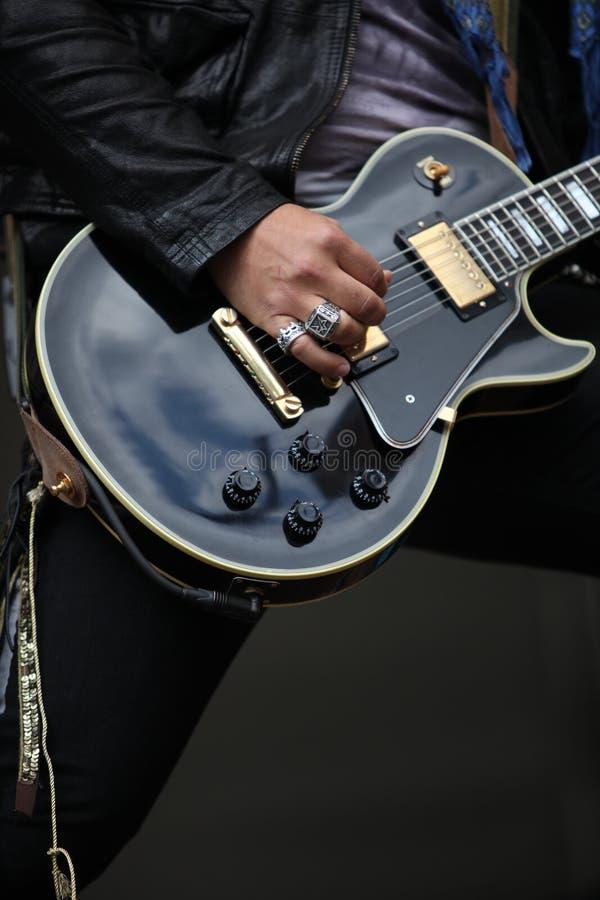 活动吉他 免版税库存图片