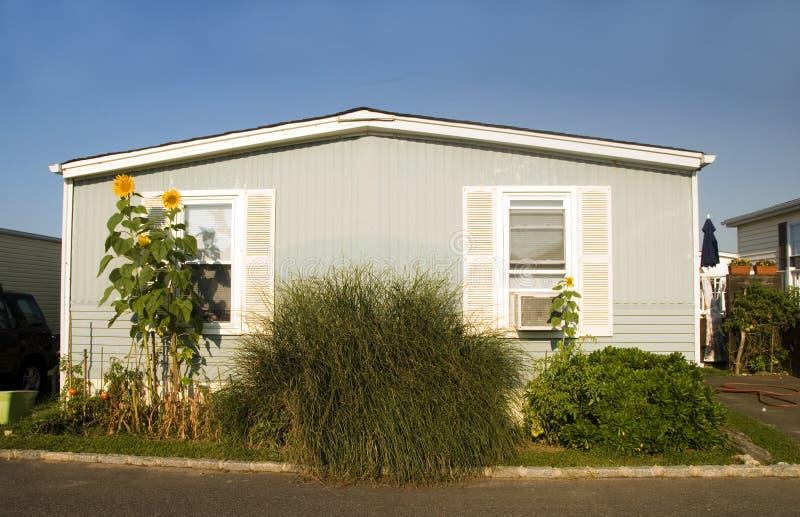 活动房屋Montauk的L拖车停车场沿海地带 免版税库存照片
