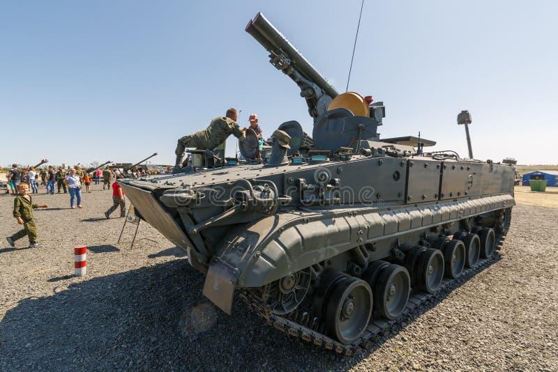流动反坦克导弹系统9P157 Khrizantema AT-15蹦跳的人 库存照片