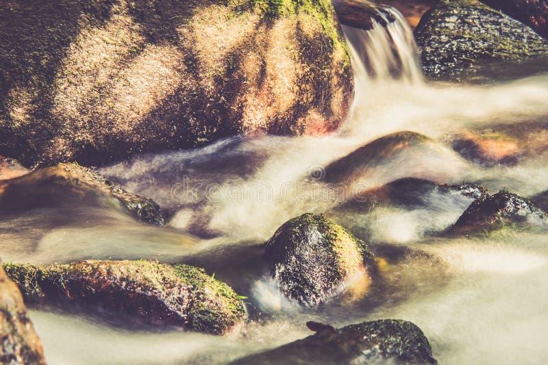 流动的水,长的曝光 库存照片