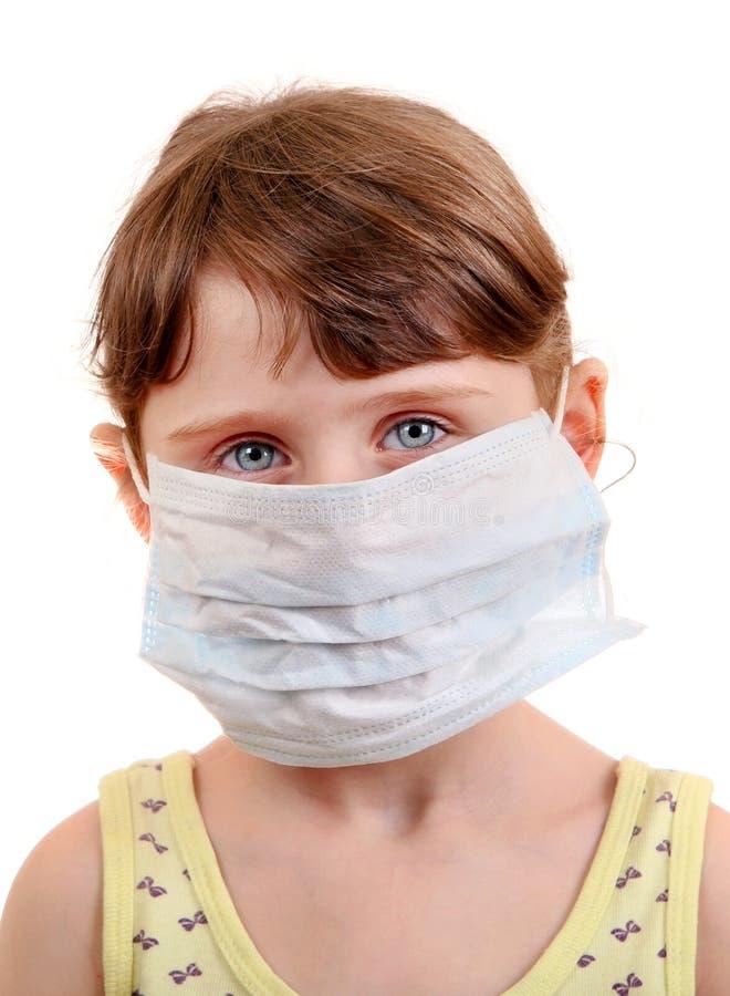 流感面具的小女孩 免版税库存图片