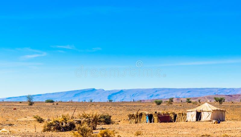 流浪的帐篷在摩洛哥的撒哈拉大沙漠在M `阿米德旁边的 库存照片