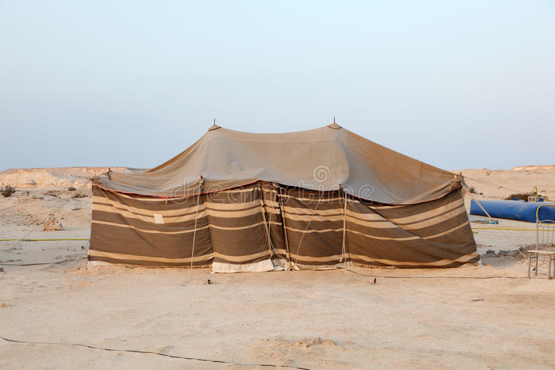 流浪的帐篷在沙漠 免版税库存照片