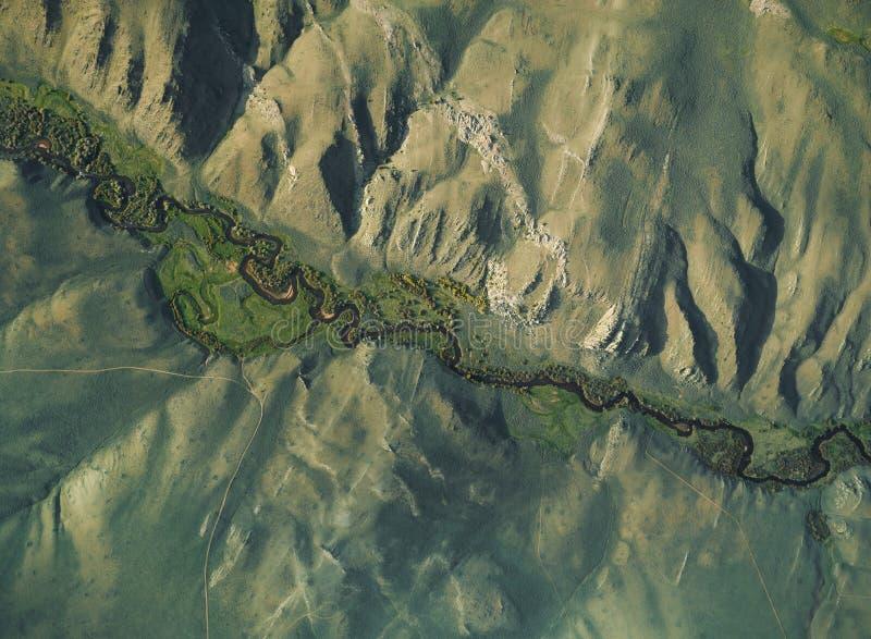 流经谷的河的空中图象围拢由峭壁 图库摄影