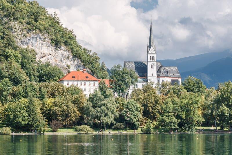 流血的湖的,斯洛文尼亚白色教会 库存照片