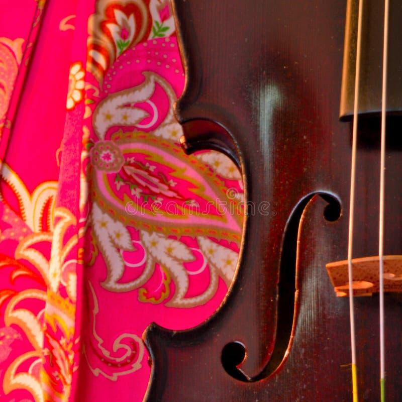 流行粉红和古董小提琴正方形 免版税库存图片