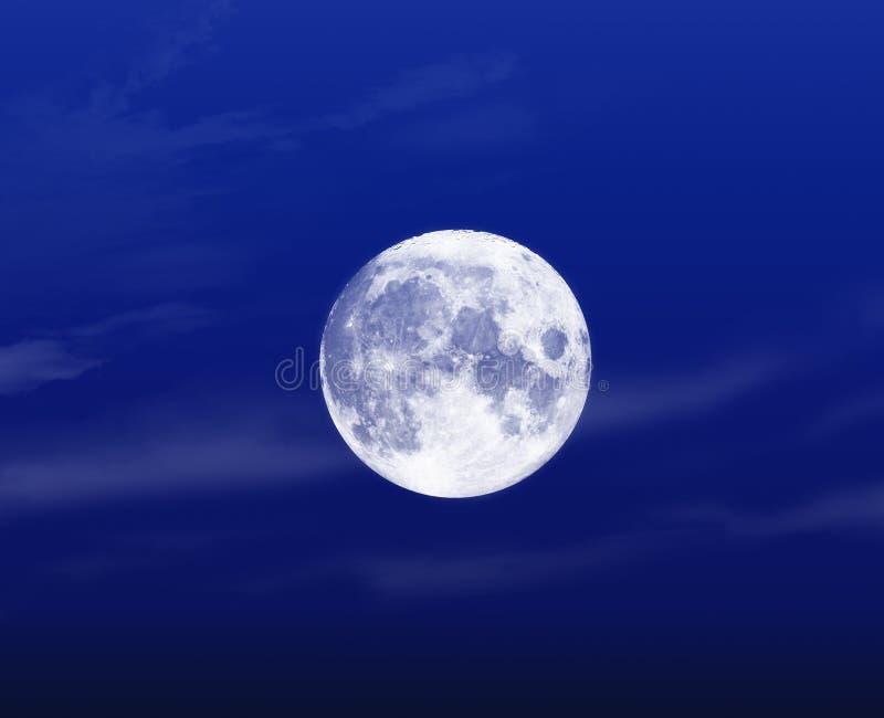 浅兰的满月夜 免版税库存照片