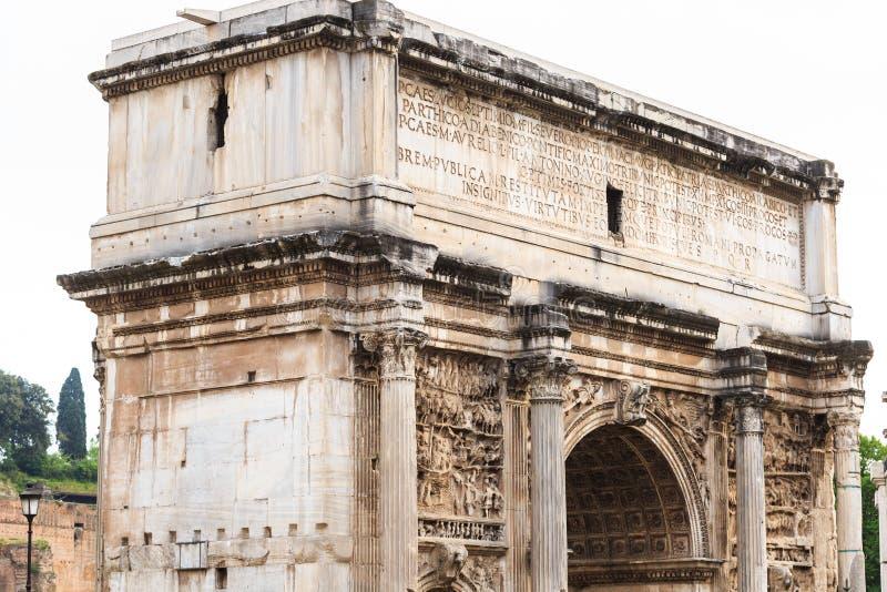 浅浮雕的片段在泰特斯偶象曲拱的通过骶骨在罗马广场 免版税图库摄影