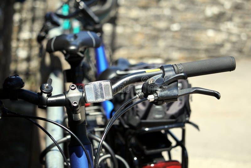 浅焦点关闭显示反射器的自行车handlbars 免版税图库摄影