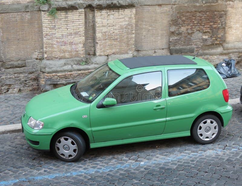 浅绿色的大众波罗汽车在罗马 免版税库存图片