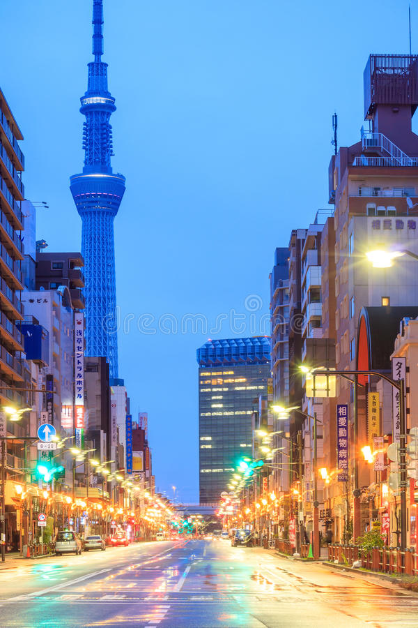 Download 浅草区看法在东京,日本 编辑类图片. 图片 包括有 人们, 资本, 蓝色, 晚上, 路旁, 天空, 吸引力 - 72371600
