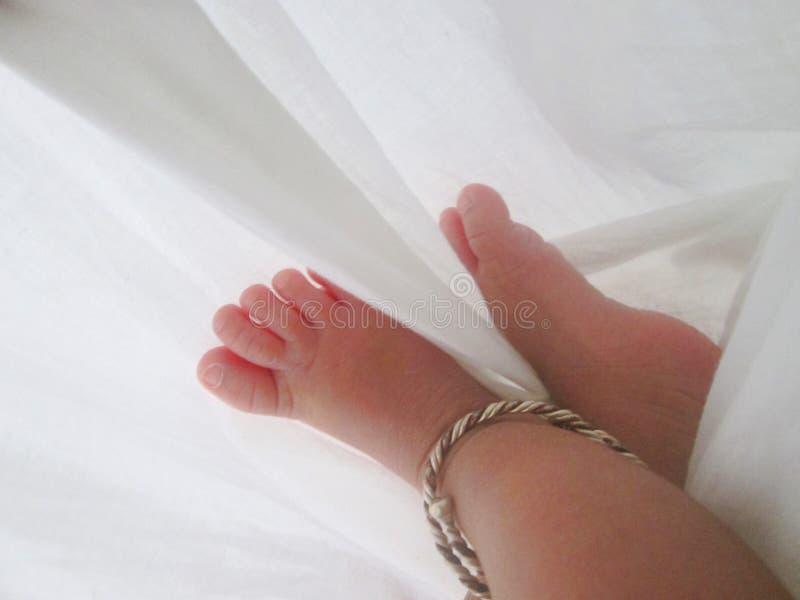 浅婴孩深刻的域英尺的按摩 库存照片