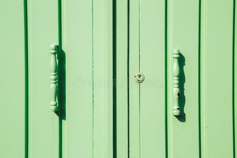 浅绿色的金属门 免版税库存图片