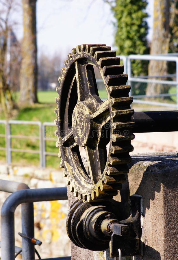 测流堰的大齿轮 库存图片