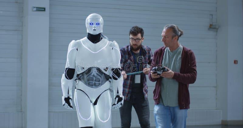 测试机器人稳定的科学家 库存图片