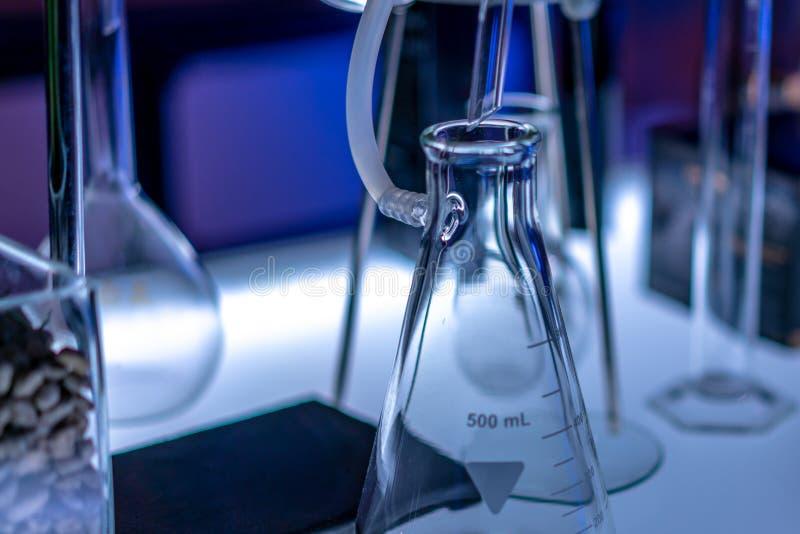 测试的烧瓶集合在实验室 库存图片