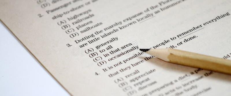 测试 英国测试选择正确答案 英语语法试验用纸样 学生的多项选择考试检查在学校,学院 免版税库存图片