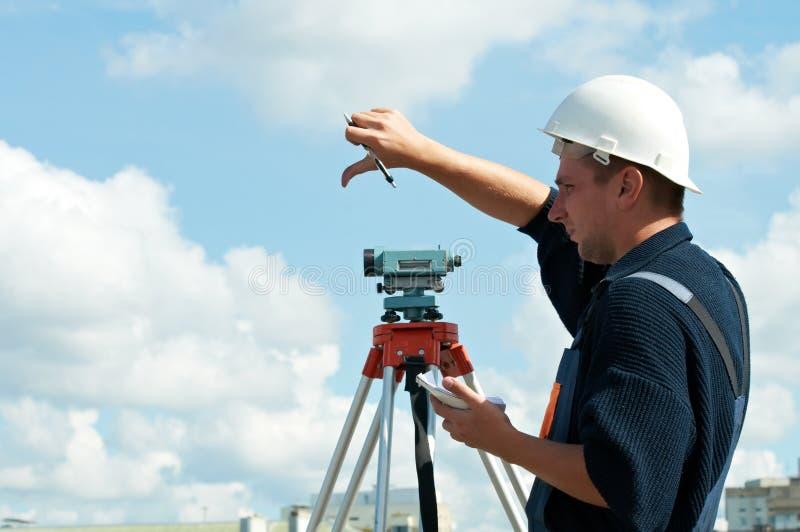 测量员经纬仪工作 库存图片