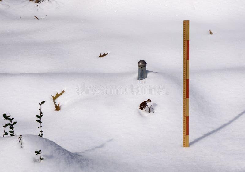 测量的冬天降雪- 3 库存图片