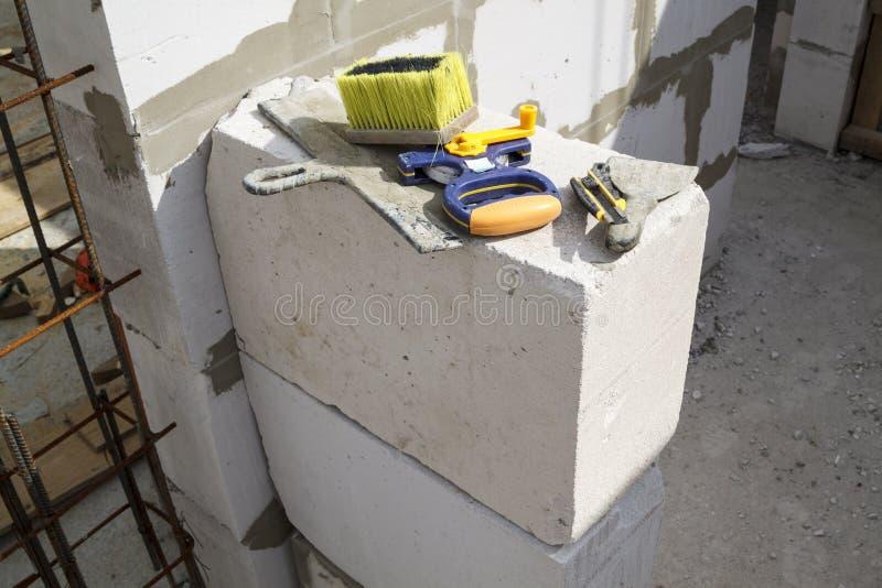 测量的磁带,刷子,办公室刀子,宽和狭窄的小铲ar 库存图片