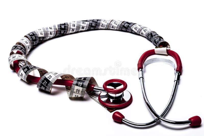 测量的红色听诊器 免版税库存图片