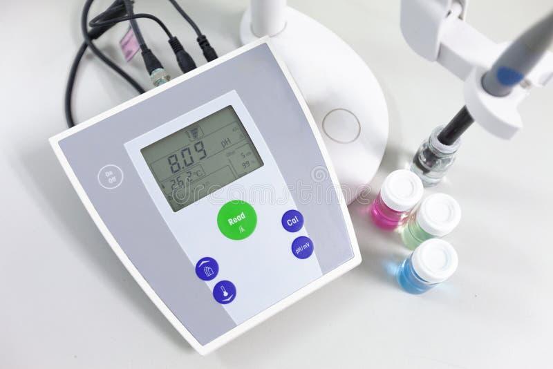 测量酸度强碱性的PH计 图库摄影