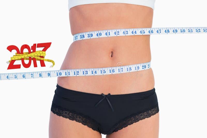 测量围拢的亭亭玉立的腹部的综合图象磁带 免版税库存照片