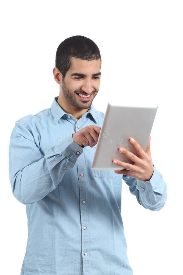 浏览有手指的阿拉伯人一个片剂读者 免版税库存图片