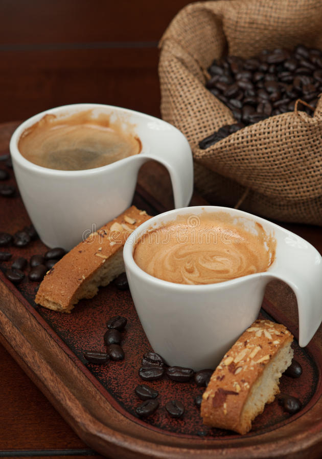 浓咖啡、Biscotti和咖啡豆 库存图片