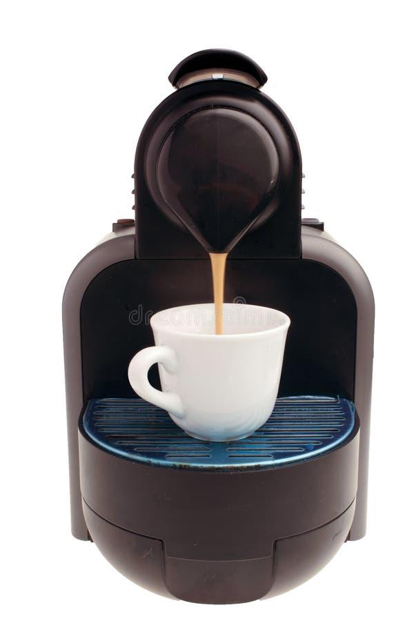 浓咖啡在白色背景的coffe机器 免版税库存图片