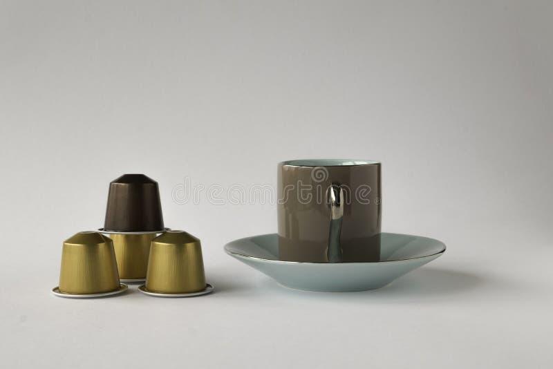 Download 浓咖啡茶杯用四咖啡荚 库存图片. 图片 包括有 收集, 五颜六色, 茶碟, 杯子, 胶囊, 类似, 能源 - 72352449