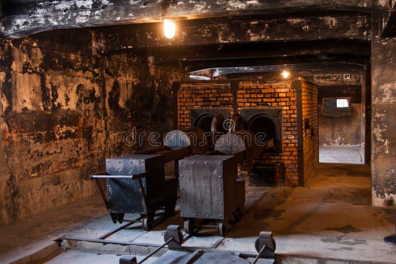 浩劫火葬场博物馆在毒气室旁边的 集中营的可怕的黑暗的地方 库存照片